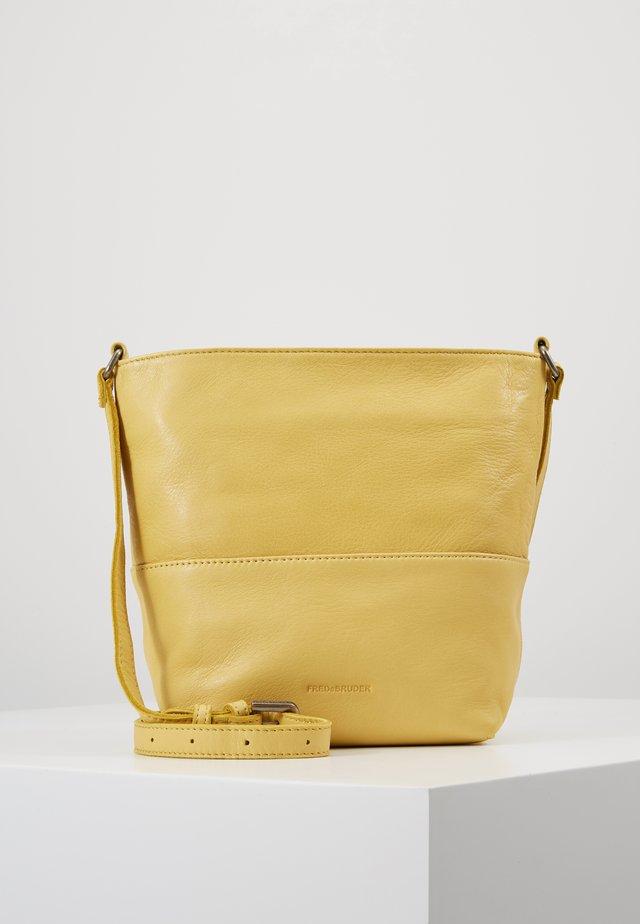 CHIC - Across body bag - lemon