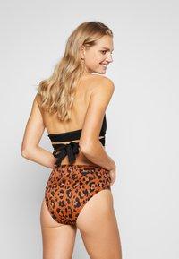 Freya - ROAR INSTINCT HIGH WAIST BRIEF - Bikini bottoms - cognac/black - 2