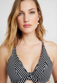 Freya - BEACH HUT HIGH APEX CONVERTIBLE - Bikinitop - black - 3