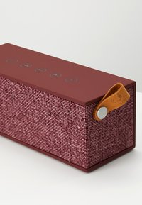 Fresh 'n Rebel - ROCKBOX BRICK FABRIQ EDITION BLUETOOTH SPEAKER - Speaker - ruby - 5