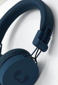 Fresh 'n Rebel - CAPS HEADPHONES - Headphones - indigo - 6