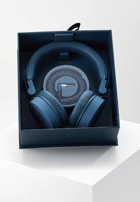 Fresh 'n Rebel - CAPS HEADPHONES - Headphones - indigo - 3