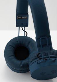 Fresh 'n Rebel - CAPS WIRELESS HEADPHONES - Headphones - indigo - 7