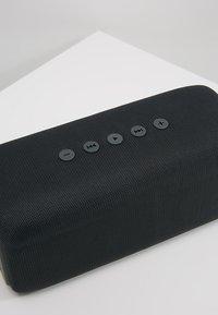 Fresh 'n Rebel - ROCKBOX BOLD WATERPROOF BLUETOOTH SPEAKER  - Lautsprecher - concrete - 2