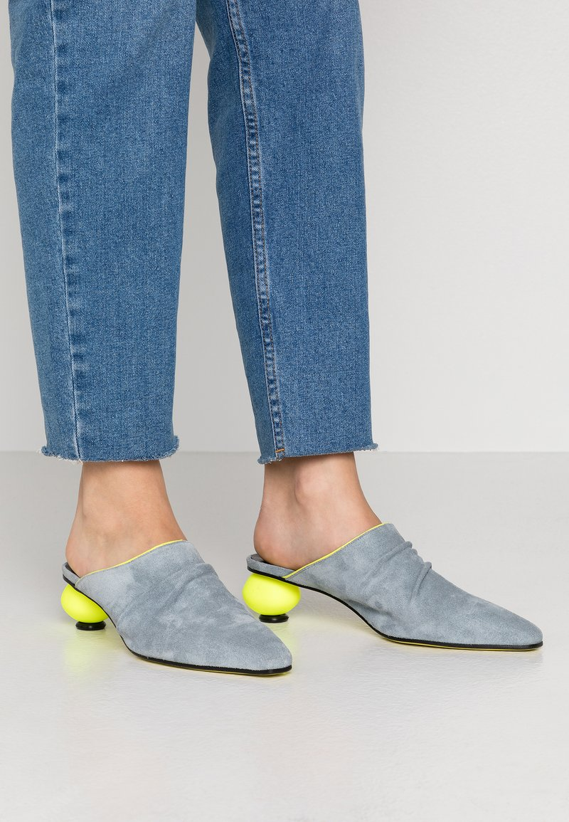Fratelli Russo - FLAVIA  - Pantofle na podpatku - jeans/flour