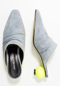 Fratelli Russo - FLAVIA  - Pantofle na podpatku - jeans/flour - 3