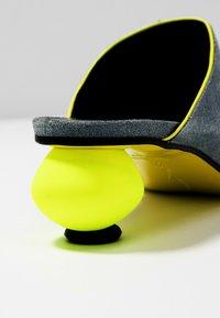 Fratelli Russo - FLAVIA  - Pantofle na podpatku - jeans/flour - 2