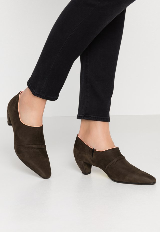 OPRAH - Ankle boots - military oliv
