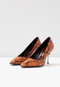 Fratelli Russo - JASMINE - Classic heels - arancio - 4