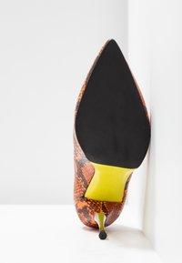 Fratelli Russo - JASMINE - Classic heels - arancio - 6