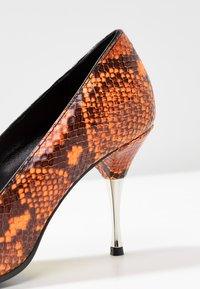 Fratelli Russo - JASMINE - Classic heels - arancio - 2