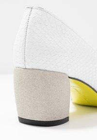 Fratelli Russo - FARA - Classic heels - matte bianco - 2