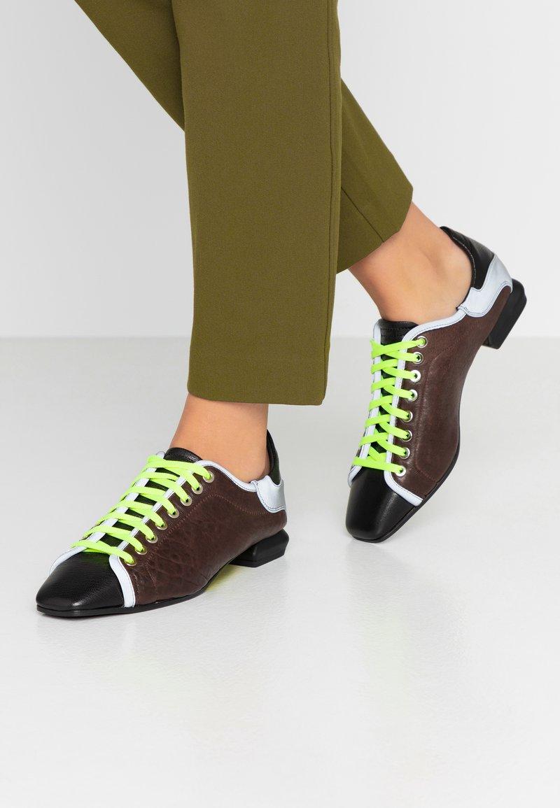 Fratelli Russo - JENNI  - Zapatos de vestir - texas castagna