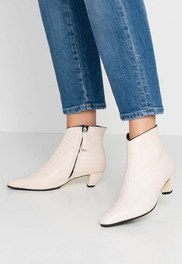 OPRAH - Ankle boot - texas silicio