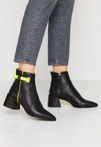 Fratelli Russo - ALANA - Classic ankle boots - matrix nero - 0