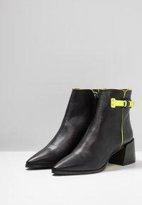 Fratelli Russo - ALANA - Classic ankle boots - matrix nero - 4