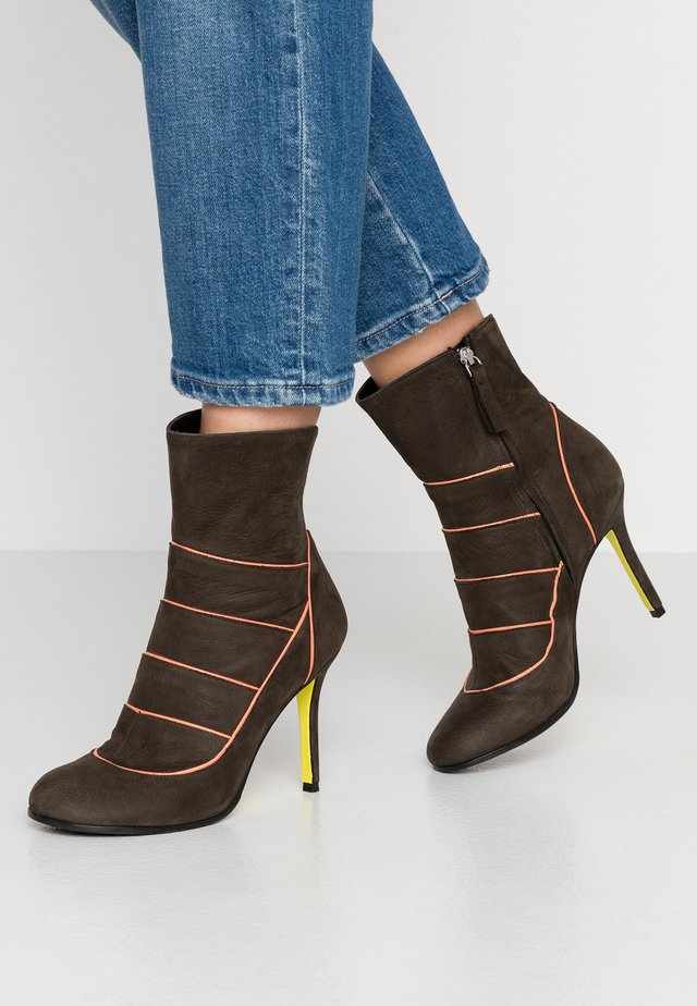 KARA - High heeled ankle boots - military oliv