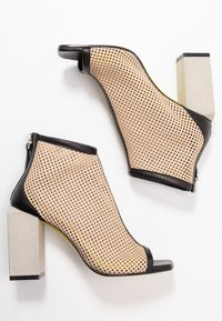 Fratelli Russo - FATIMA - High heeled ankle boots - nero/beige - 3