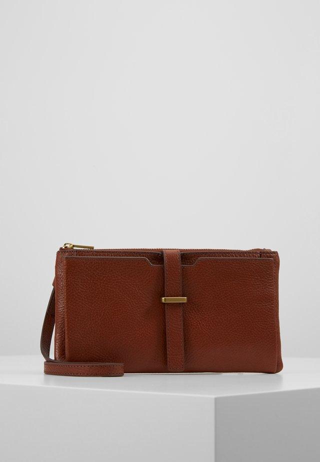 GINA - Pikkulaukku - brown