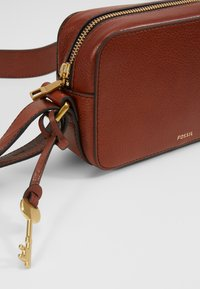 Fossil - BILLIE - Bandolera - brown - 2