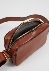 Fossil - BILLIE - Bandolera - brown