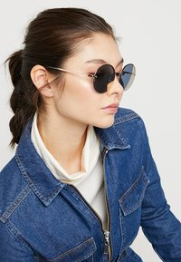 Fossil - Sonnenbrille - red gold-coloured - 1
