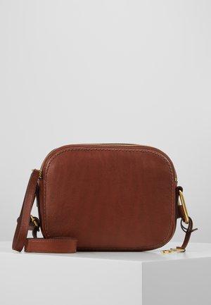 ELLE - Taška spříčným popruhem - brown