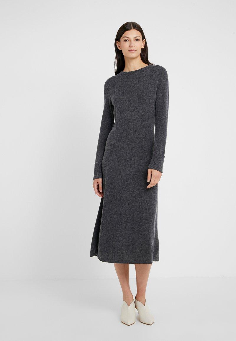 FTC Cashmere - DRESS MOCKNECK - Strikket kjole - shale