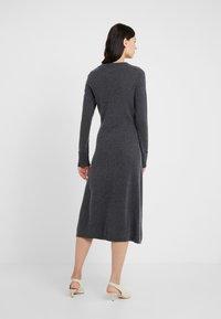 FTC Cashmere - DRESS MOCKNECK - Strikket kjole - shale - 2