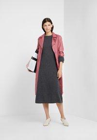 FTC Cashmere - DRESS MOCKNECK - Robe pull - shale - 1