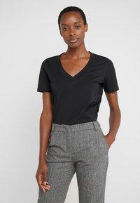 FTC Cashmere - T-Shirt basic - black - 0