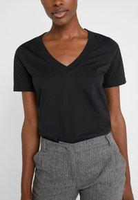 FTC Cashmere - T-Shirt basic - black - 4