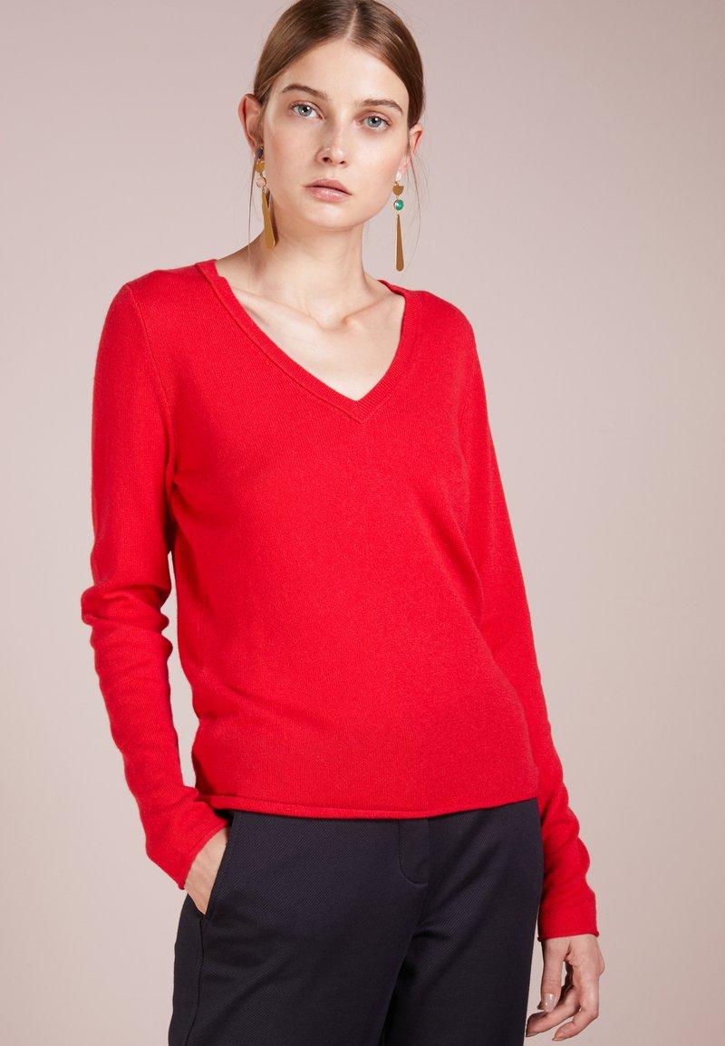 FTC Cashmere - PULLI V NECK - Jumper - lipstick red