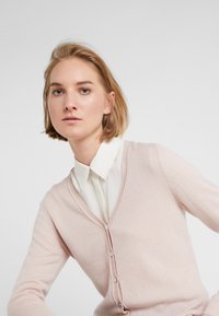 FTC Cashmere - SEA CELL V NECK CARDIGAN - Kardigan - champagne - 3