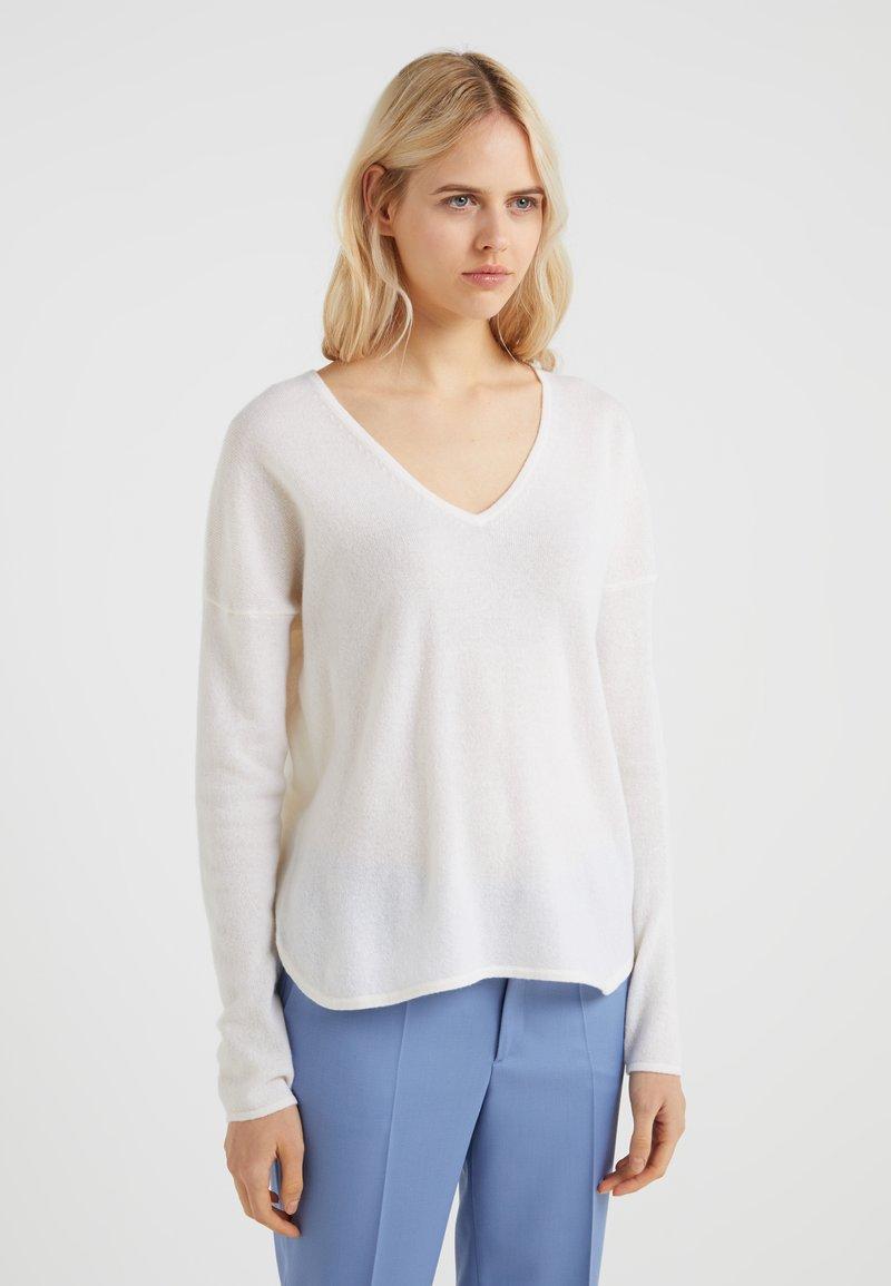 FTC Cashmere - SCOOP BOTTOM - Pullover - pristine white