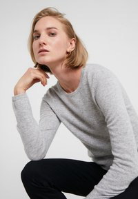 FTC Cashmere - Sweter - silver stone - 3