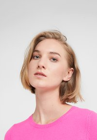 FTC Cashmere - Trui - electric pink - 4