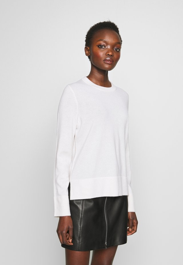 Stickad tröja - pristine white