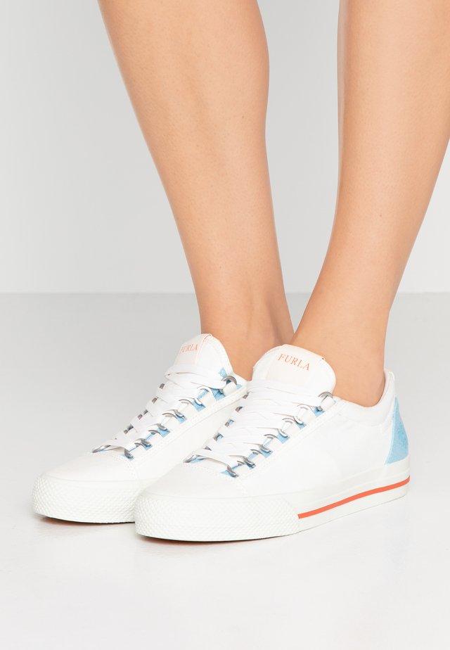 HIKAIA - Sneaker low - petalo