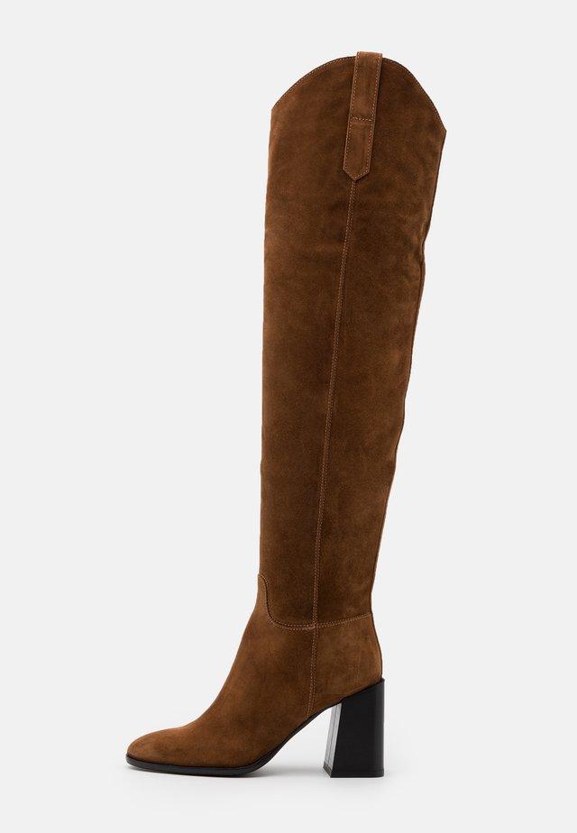 ESTER KNEE BOOT - High heeled boots - cognac