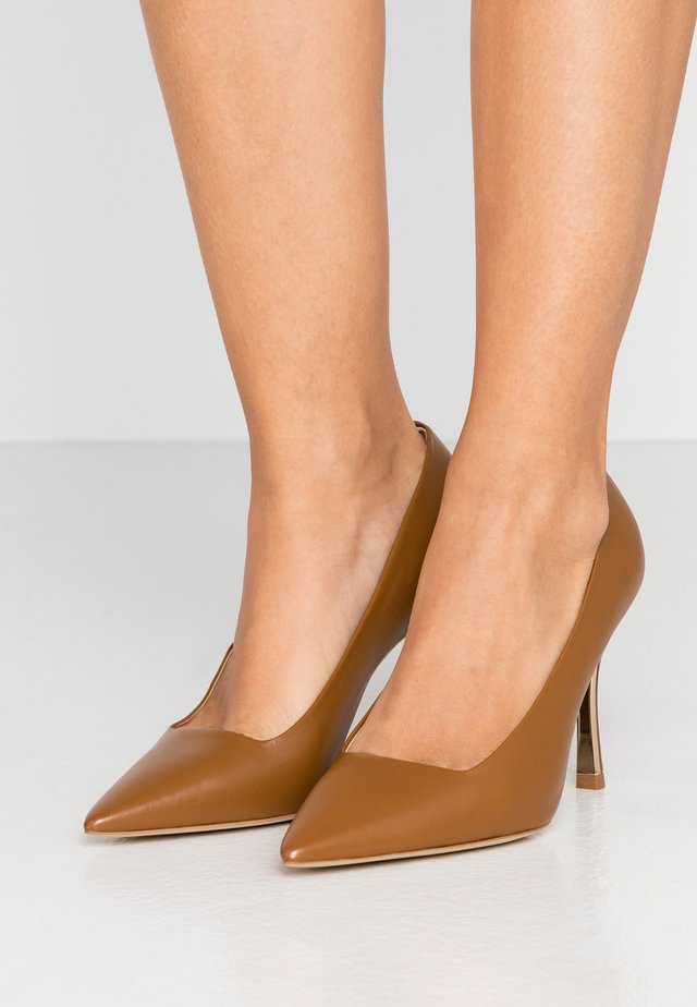 COD DECOLLETE - Klassiska pumps - caramello