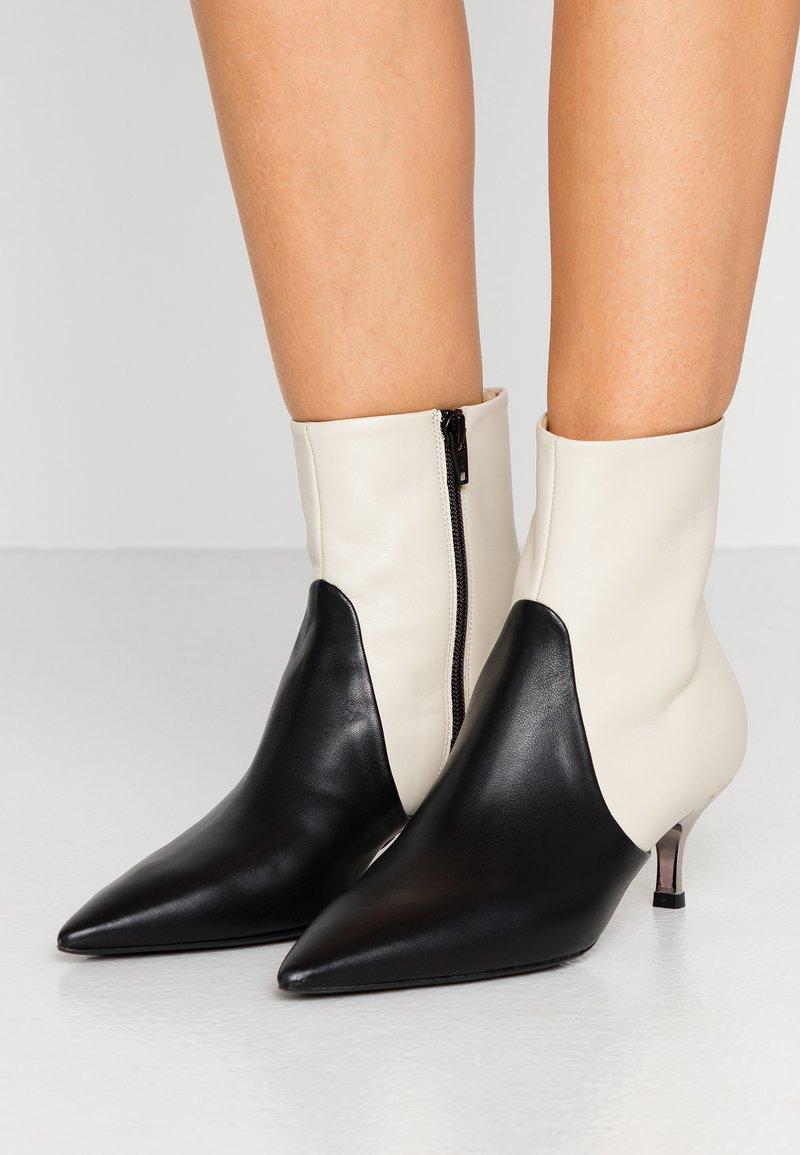 Furla - BOOT - Classic ankle boots - petalo/onyx