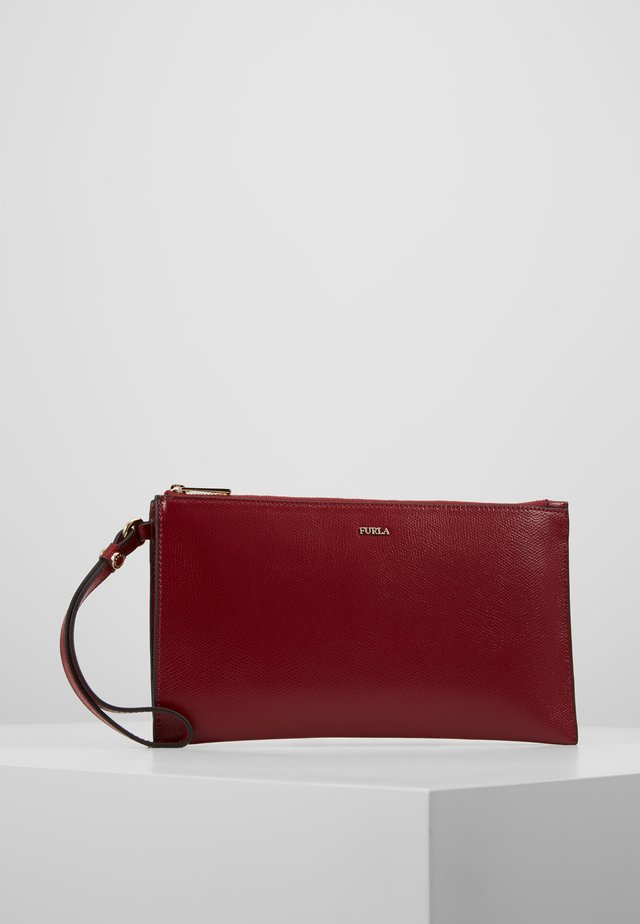BABYLON  ENVELOPE  - Clutch - ciliegia