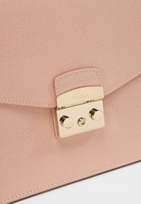 Furla - METROPOLIS TOP HANDLE - Handbag - moonstone - 6