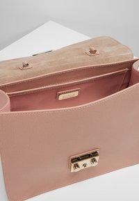 Furla - METROPOLIS TOP HANDLE - Handbag - moonstone - 4