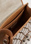 Furla - METROPOLIS MINI CROSSBODY - Torba na ramię - toni caramello