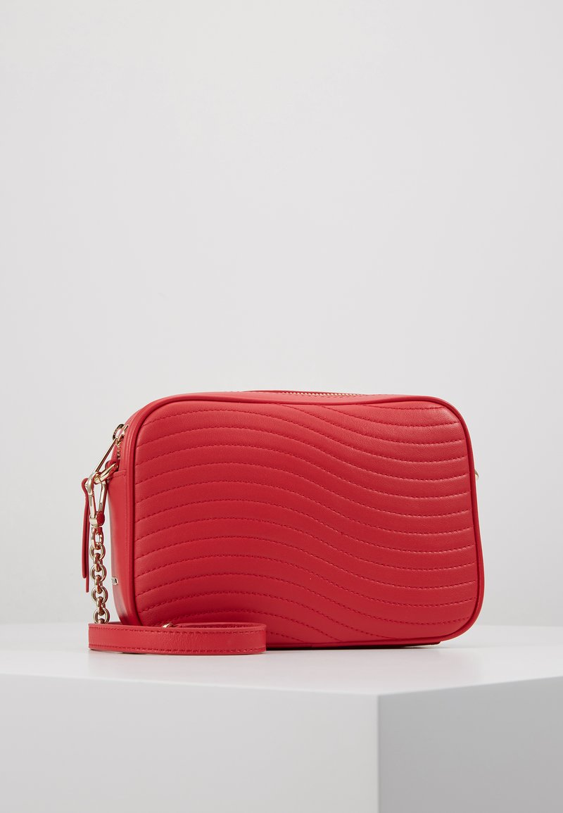 Furla - SWING MINI CROSSBODY - Skuldertasker - fragola