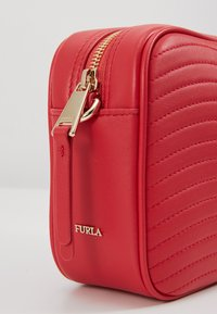 Furla - SWING MINI CROSSBODY - Skuldertasker - fragola - 6