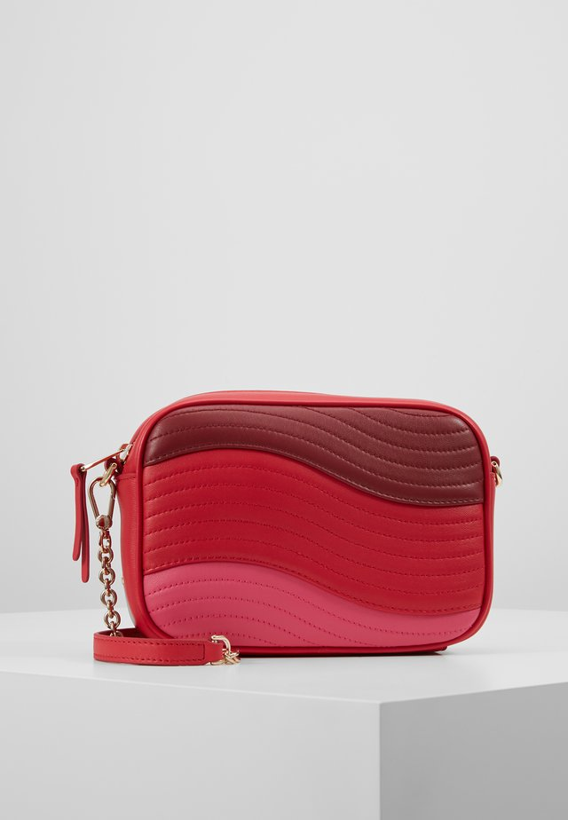 SWING MINI CROSSBODY - Across body bag - fragola /ciliegiad lipstickh