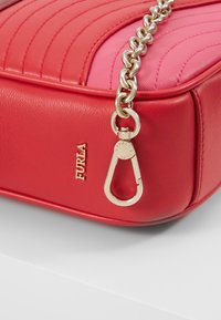 Furla - SWING MINI CROSSBODY - Schoudertas - fragola /ciliegiad lipstickh - 6